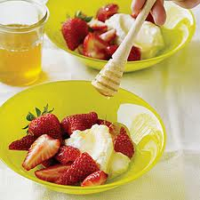 Strawberries, Honey and Cream Mask for Dry Skin